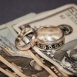 ¿Debes tener cuentas conjuntas o separadas con tu esposo o esposa?