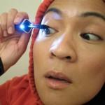 Idea de negocios para mujeres, un delineador de ojos con luz para estar bella de día o de noche