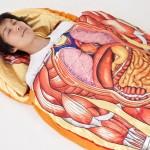 Una idea de negocios diferente, bolsas de dormir o sleeping bags con la imagen del cuerpo humano