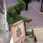 Publicidad creativa … hombres de verde, trajes de grass para crear conciencia ecológica