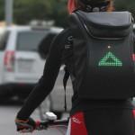 Mochilas y canguros con señales Led para evitar accidentes de ciclistas, una idea de negocios de seguridad